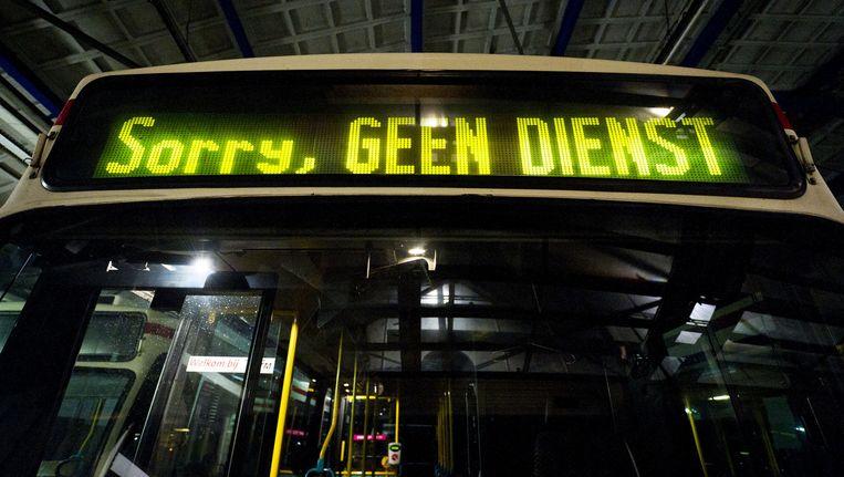 Buschauffeurs in Amsterdam-Noord hebben vrijdagochtend het werk neergelegd na een reeks overvallen. Beeld anp