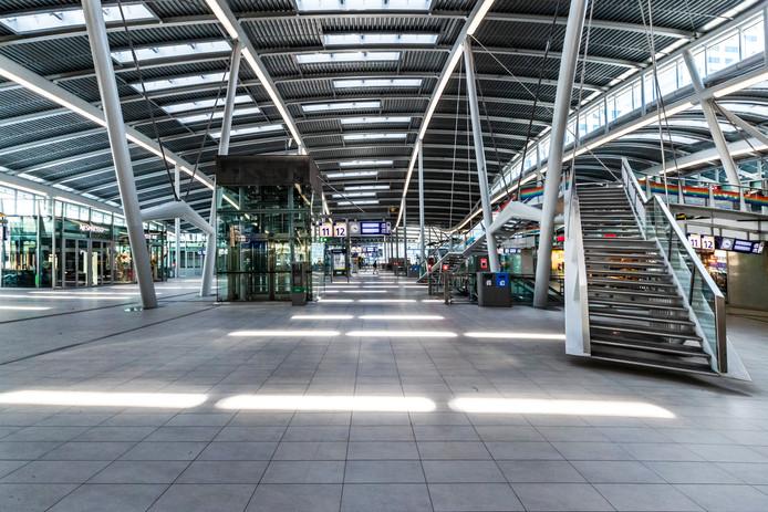 Leegte in de ov-terminal van Utrecht Centraal.