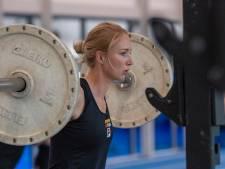 Herstel na schouderoperatie gaat voorspoedig voor Carlijn Achtereekte, maar de tijd loopt door