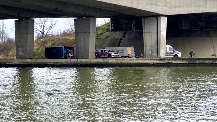 Maandag kwam de Cel Vermiste Personen ter plaatse aan het Albertkanaal om te zoeken naar de vermiste man. Die werd maandagnamiddag levend en wel teruggevonden in Antwerpen