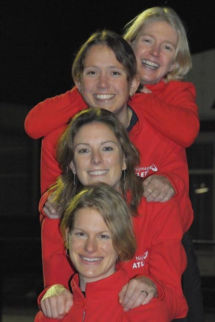 Het crosskwartet van Nijmegen Atletiek met (van boven naar onder) Miranda Boonstra, Pauline Claessen, Renske Weeda en Lindy Burgman. foto Nijmegen Atletiek