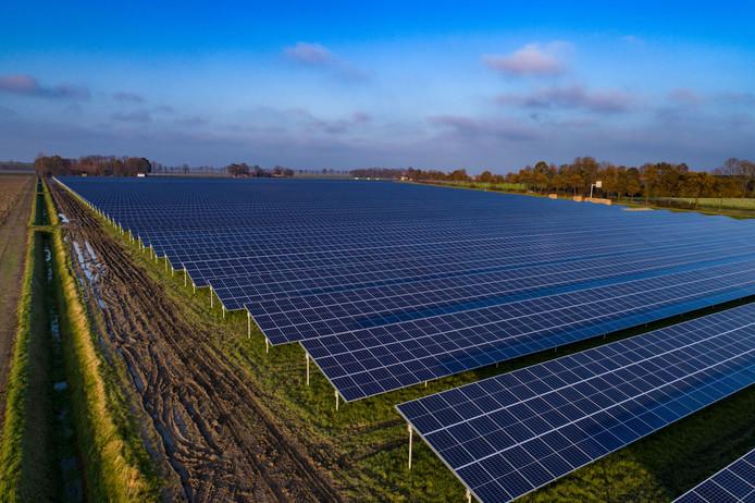 Een 14 hectare groot zonnepark bij Emmeloord.