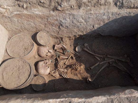In Kazachstan werden de overblijfselen teruggevonden van een koppel dat in een omstrengeling begraven werd.