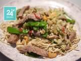 Biefstuk uit de wok met Chinese kool en shiitakes