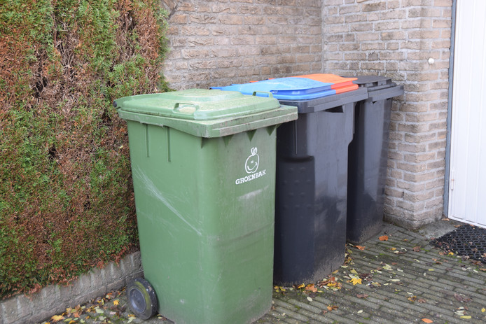 De drie containers zoals alle huishoudens die in september krijgen.