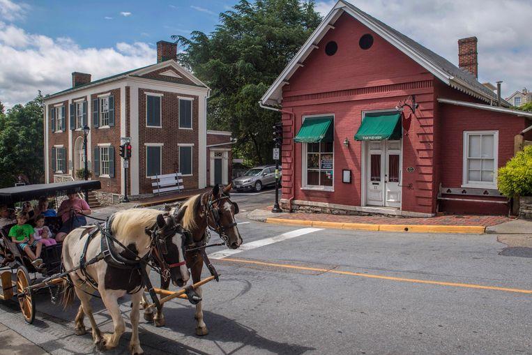 Paard en wagen passeert The Red Hen in Lexington, een van de zeldzame provinciestadjes met een optimisme dat uit de vorige eeuw lijkt te komen. Beeld AP