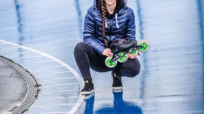 """Sandrine (23) verzamelde opnieuw gouden medailles, maar kan van haar sport niet leven:  """"De rolschaatsen ruil ik even in voor de boeken"""""""