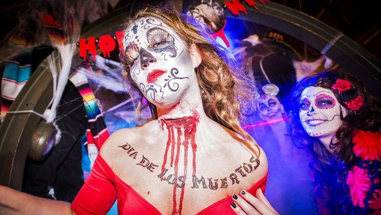 Een vrouw tijdens de Halloweenparade vorig jaar in Amsterdam Beeld ANP