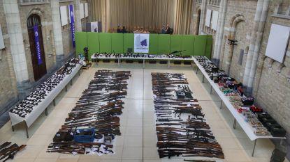 """480 illegale vuurwapens in beslag genomen in West-Vlaanderen: """"Hele dag bezig geweest om rijhuis leeg te halen"""""""
