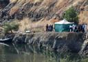 De politie op Cyprus doet onderzoek op de plek waar het lichaam van het meisje werd aangetroffen.