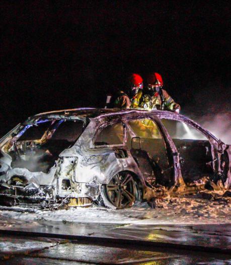 Auto gaat in vlammen op in Zeewolde