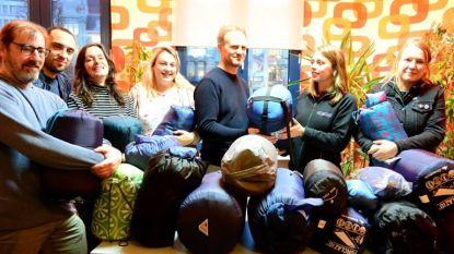 """Kringwinkel Antwerpen zamelt 200 slaapzakken in voor daklozen: """"Ondanks nachtopvang blijven slaapzakken broodnodig"""""""
