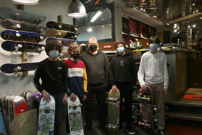 Skaters Arno Vounckx, Ferre Ieven, Tuur Robben  en Fre Boulard willen, samen met Bart Waegemans, de uitbater van een skatewinkel,  een nieuw skatepark in Scherpenheuvel-Zichem aanleggen.