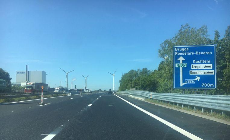 Het verkeer op de E403 richting Brugge kan al opnieuw op het nieuwe wegdek rijden.