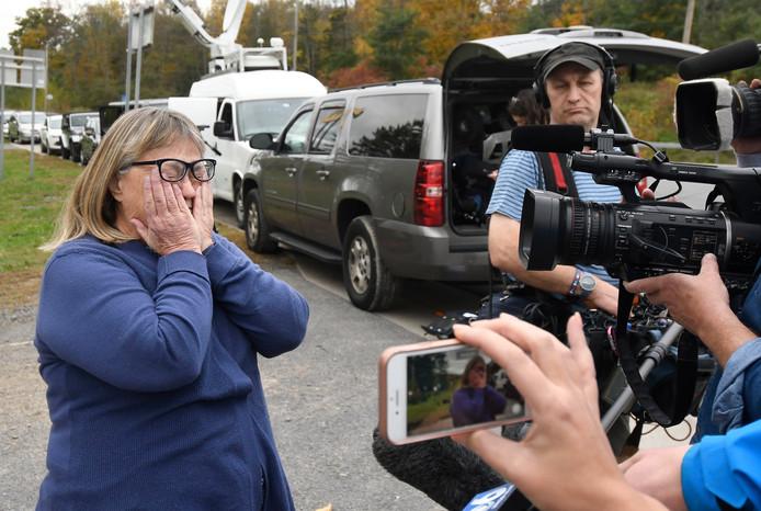 Tante Barbara Douglas barst voor de aanwezige media in tranen uit.