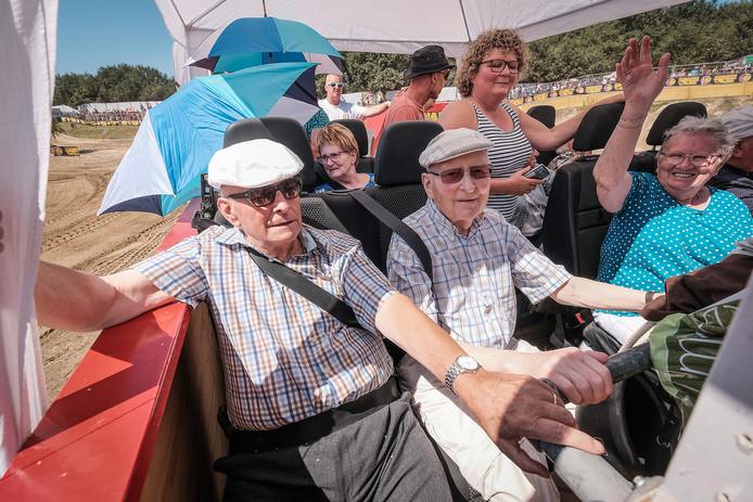 De Tante Rikie boot met ouderen uit Borculo.