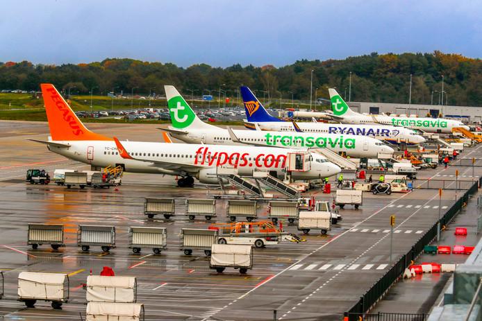 Archieffoto. Een piloot zou na een vlucht op het parkeerterrein van Eindhoven Airport hebben aangerand. Hij ontkent met klem en heeft het over een grappige situatie.