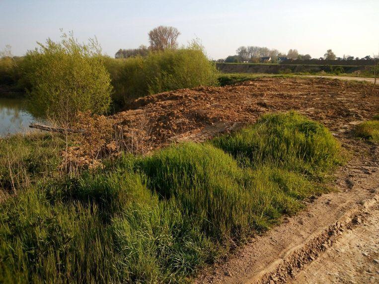 Er werd grond gestort nabij de Vlamovenput.