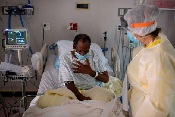 Een Covid-19-patiënt in het United Memorial Medical Center in Houston, Texas.