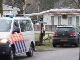 Politie en Defensie zetten woonwagenkamp Deventer af
