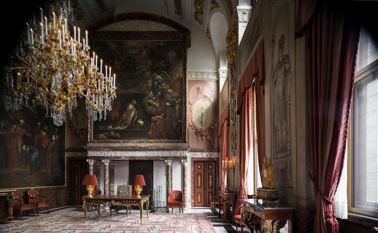Al 350 jaar hangt dezelfde kunst boven de haard van het paleis. Beeld Arjan Bennink