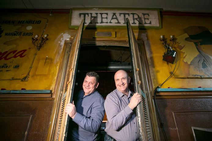 Bart Krijnen (links) en Theo van Eeuwijk hebben samen een cabaretvoorsteling.