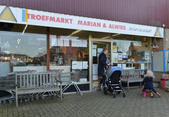 Ook in Opijnen is de supermarkt inmiddels al gesloten. Er wordt te weinig gebouwd in het dorp, maar er zijn weer plannen.
