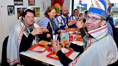 """""""Voor mij een 'Obama', alsjeblieft"""": nieuw prinsenpaar geeft nieuw carnavalsbroodje een naam"""