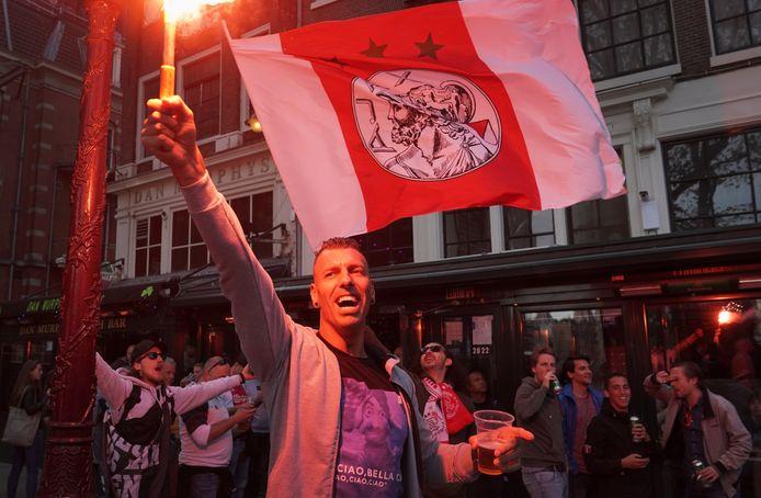 Ajax-fans vieren de 34ste landstitel.