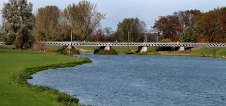 Jury Entente Florale keurt het groen in Waalwijk