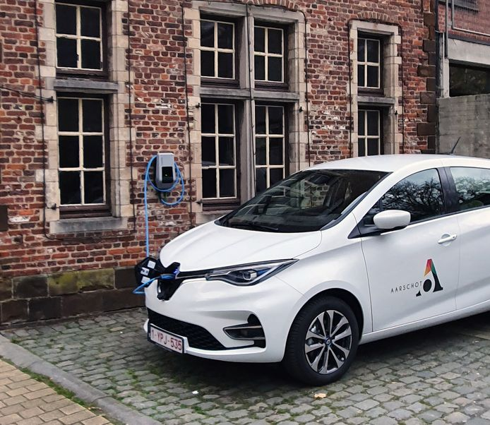 Een 100% elektrische wagen voor de dienstverplaatsingen, later onderdeel van een autodeelsysteem.