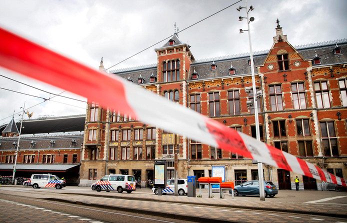 The stabbing at Amsterdam Central Station by 19 old Afghan on two Americans