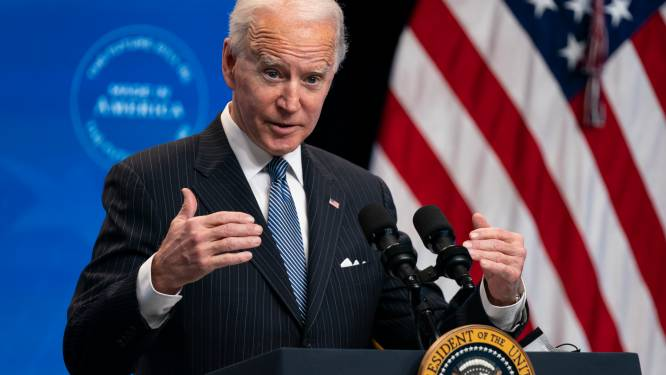 Amerikaanse president Biden gaat volledige wagenpark overheid elektrificeren
