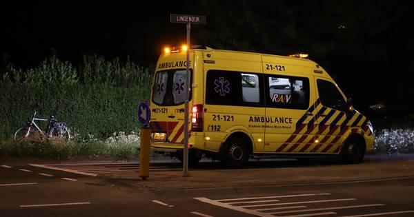 Dronken jongen wil fiets meenemen in ambulance na eenzijdig ongeluk in Sint-Oedenrode.