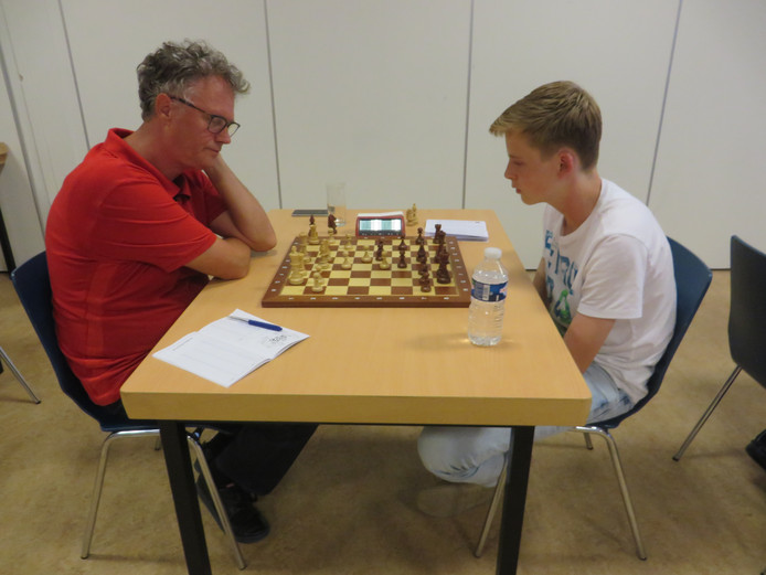 Henk Massink (l) tegen Stein van Tol.