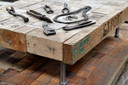 Marcel Langeveld maakt van allerlei sloophout en oude materialen nieuwe creaties.