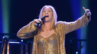 Wanneer je geld te veel hebt: Barbra Streisand laat gekloonde honden overvliegen 'om naar haar optreden te kijken'