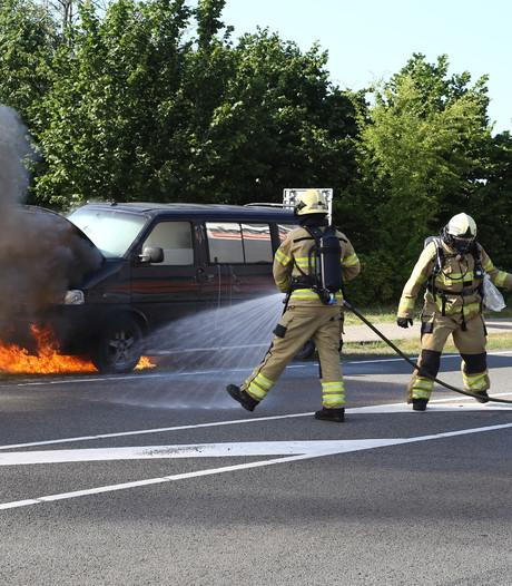 Bus vliegt in brand in Nunspeet