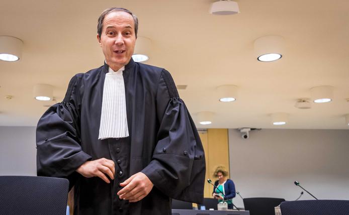 Advocaat Geert-Jan Knoops en zijn medewerker.