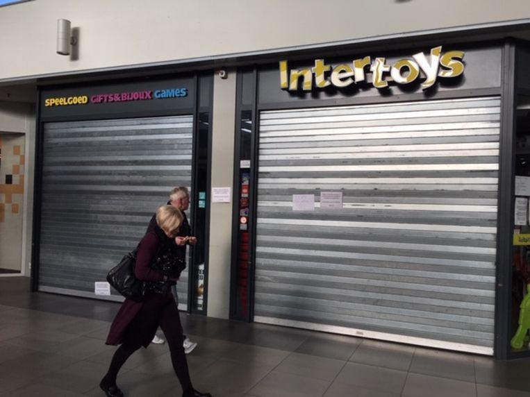 De gesloten Intertoys-winkel in winkelcentrum Helftheuvelpassage in Den Bosch. Beeld Peter de Graaf