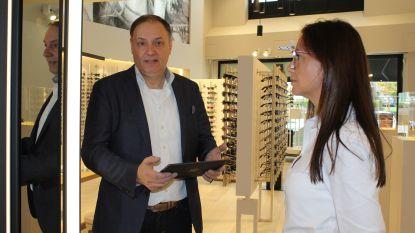 Ook dieven hebben dure smaak: vrouw pikt zonnebril van Cartier uit etalage, Dirk Van Renterghem 879 euro armer