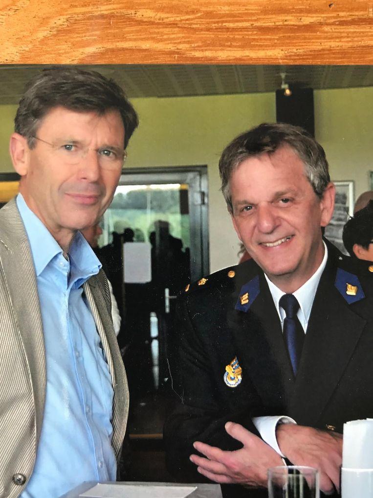 Frans van Gelderen met voormalig hoofdcommissaris Bernard Welten Beeld .