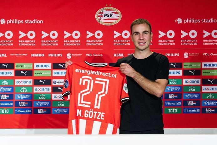 Hij komt echt! Mario Götze poseert met het shirt van PSV.
