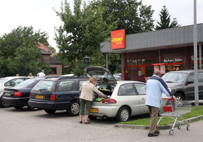 De winkels in Duitsland, zoals hier de Penny in Kranenburg, zijn vrijdag dicht.