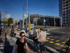Waarom het 'fietsers eerst'-experiment bij de Erasmusbrug nu al onder vuur ligt