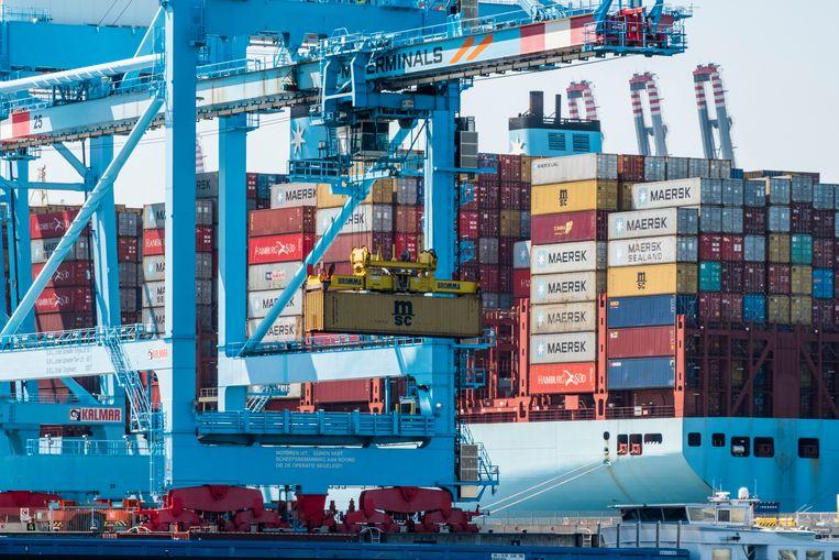 De haven van Rotterdam, waar de politie tussen een lading mango's ruim 1500 kilo cocaïne vond. Beeld Hollandse Hoogte / Michiel Wijnbergh Fotografie