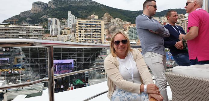 Luxe, veel dure boten en hele snelle auto's in Monaco.