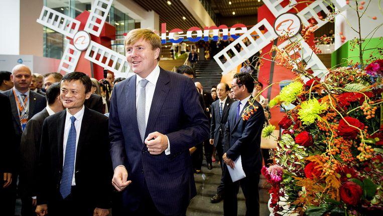 Koning Willem-Alexander ontmoette vorig jaar oktober Alibabatopman Jack Ma (links)tijdens zijn staatsbezoek aan China Beeld anp