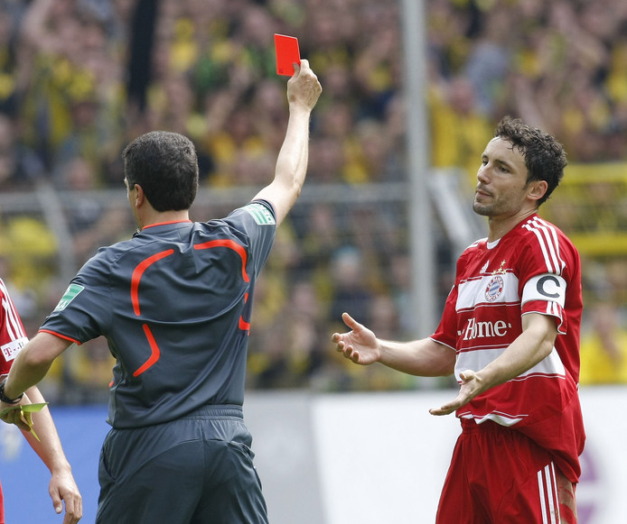 Mark van Bommel kreeg twee keer rood in de Champions League.