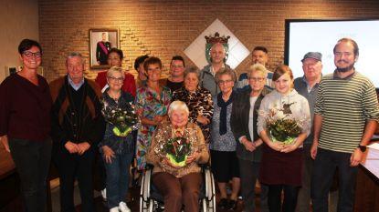 Bloemen, potgrond en aankoopcheques voor deelnemers bebloemingswedstrijd